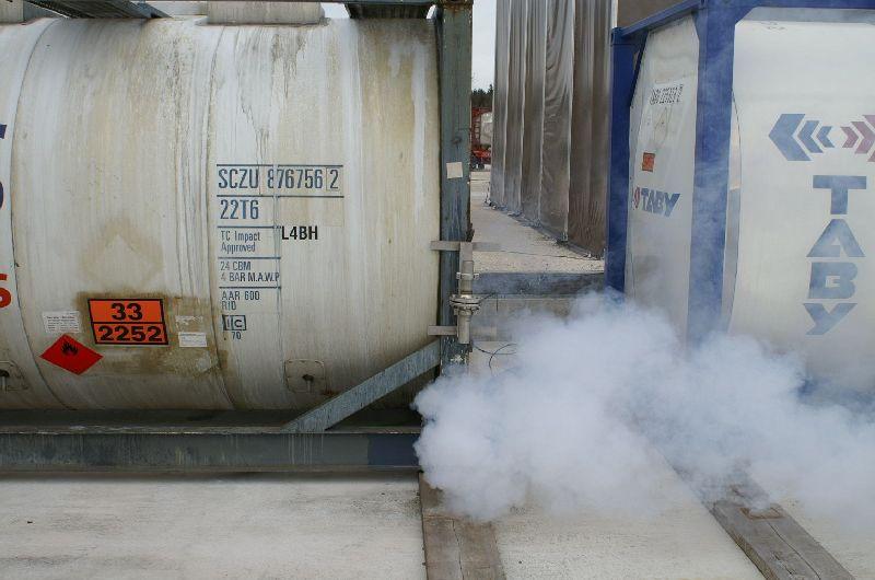 Simuliertes Leck an einem Tankcontainer (Foto: romsn)